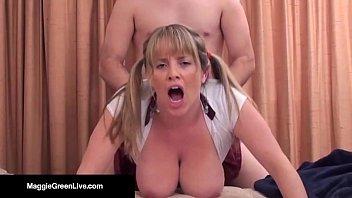 Белокурая лесбуха приболтала на однополый секс зрелую жопастую бабу