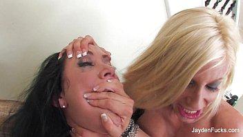 Три горячие лесбиянки вылизали мокрощелки