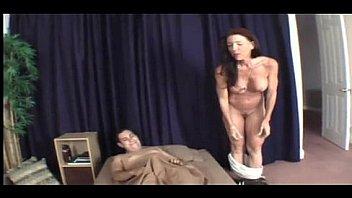 Факер пришёл в спальную комнату к молодой малышке и чпокнул её