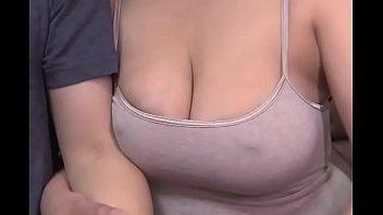Сисястая мама помогает юной красотке кончить от мастурбации