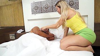 Мультяшная поебушка участвует в порно групповухе