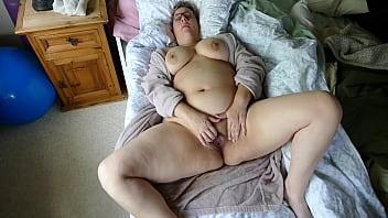 Домашний секс с азиатской парочкой на кухне после ужина