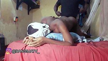 Студент-счастливчик трахает двух грудастых зрелых училок-лесбиянок